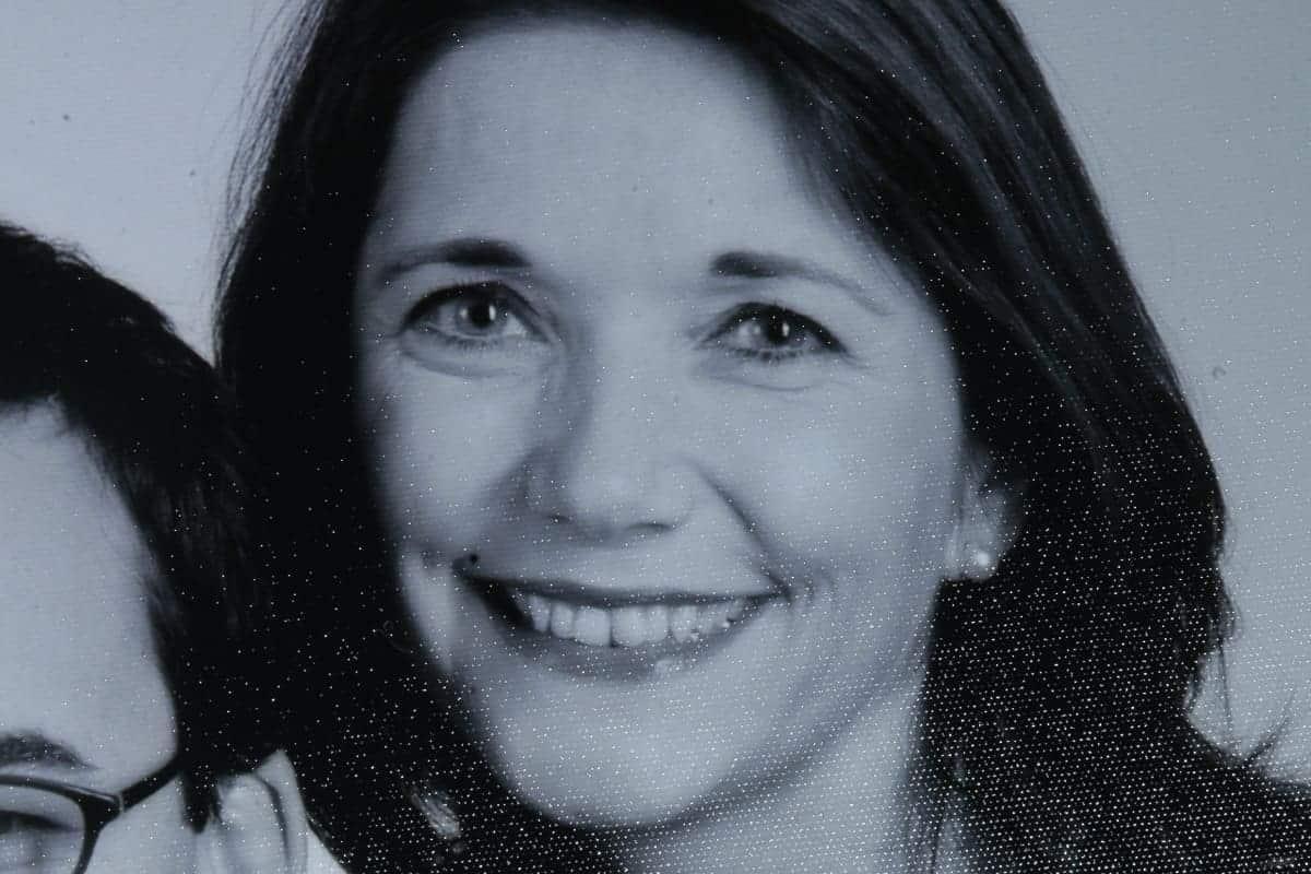 Frau Schmitt im Alter von ca. 30 Jahren als sie noch ihre natürlichen Zähne besaß.