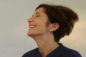 Ziel erreicht! Frau Schmitt ist überglücklich mit Ihren neuen Zähnen!